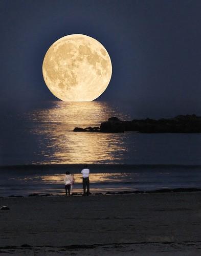 Самая большая Луна - YouTube