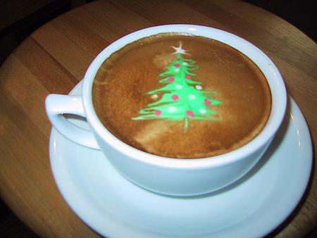 рисунок на кофе елка