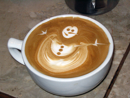 рисунок на кофе снеговик