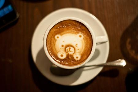 рисунок на кофе мишка