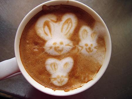 рисунок на кофе зайчик