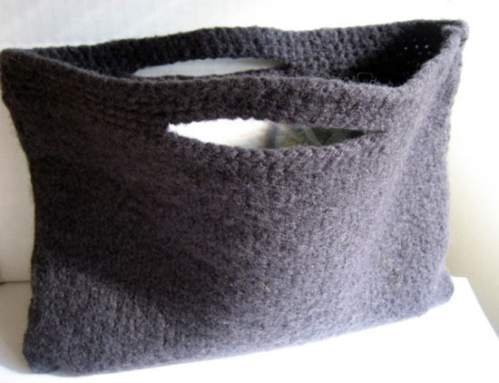 Идеи зимних вязаных сумочек, которые несложно сделать своими руками.