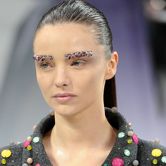 накладные брови от Chanel