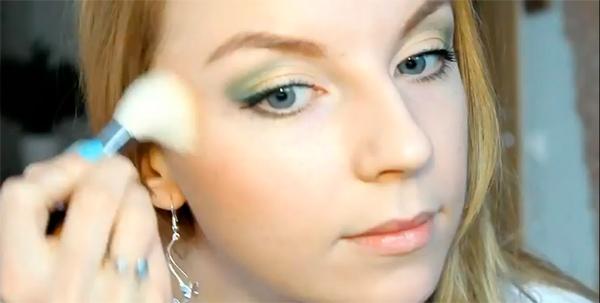зеленые глаза макияжем?