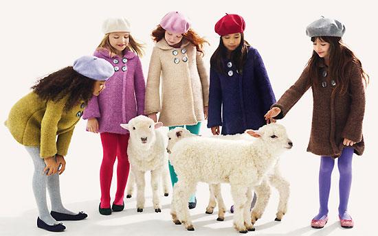вязаное осеннее пальто на девочку
