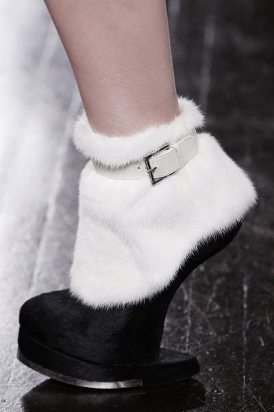 модные сапоги из меха  2012-2013