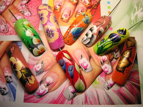 Роспись ногтей кистями