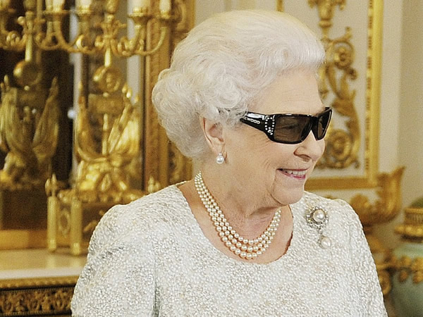 3D очки Елизаветы Второй