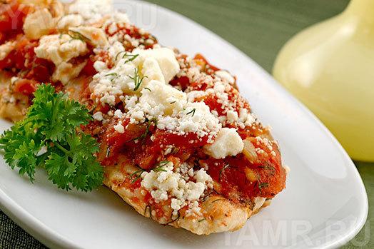 курица под томатным соусом и сыром