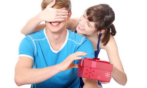 романтичные и бюджетные подарки парню