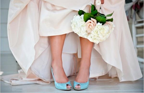 невеста в глубых туфлях