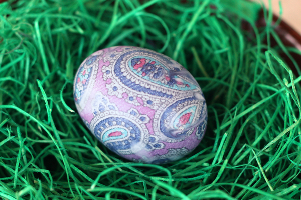 покраска яиц шелковым галстуком
