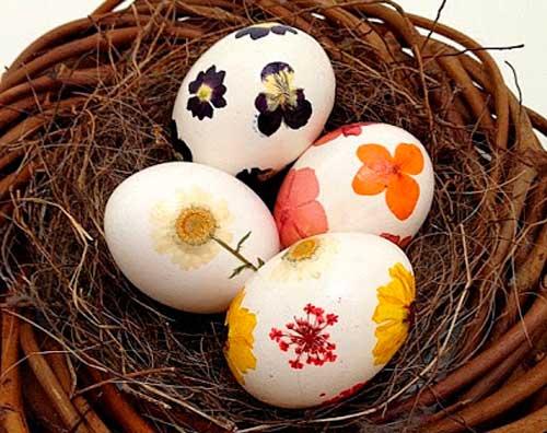 пасхальные яйца украшенные сушеными цветами