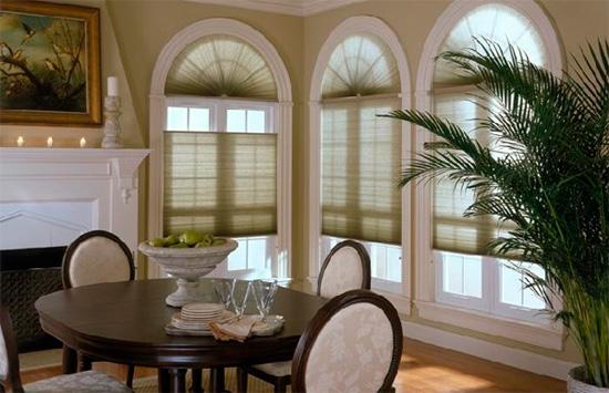 выбрать шторы для арочного окна