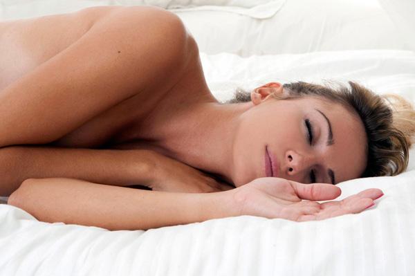 спать голышом полезно