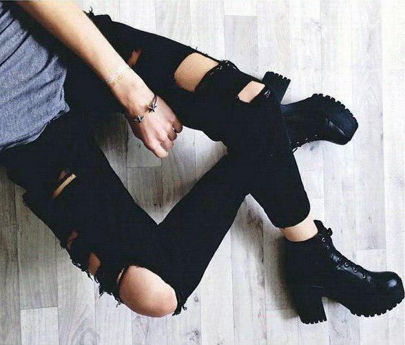 девушка в ботинках