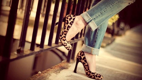 с чем носить леопардовую обувь