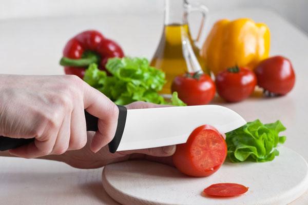 стальной или керамический нож
