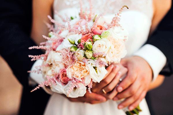 свадебный букет из сезонных цветов