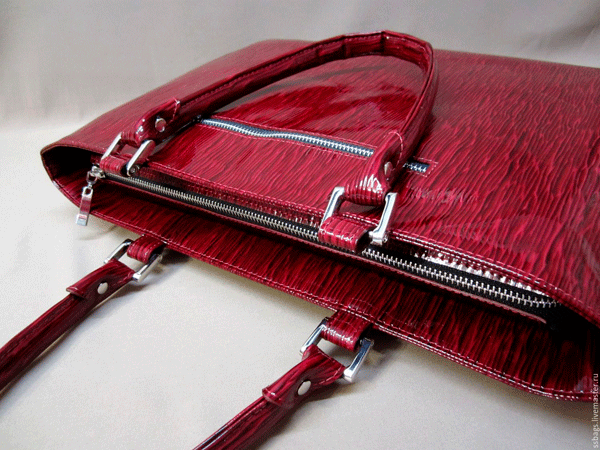 сумочка на полу