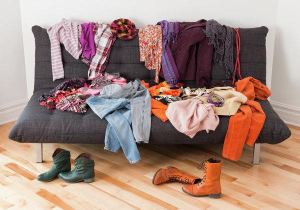перебрать вещи в гардеробе