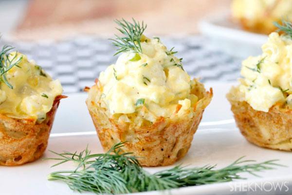 пасхальный яичный салат в картофельных чашечках