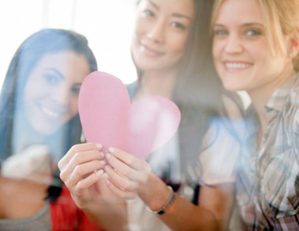 отпраздновать День Валентина с друзьями