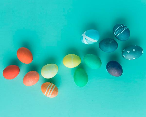 как правильно красить пасхальные яйца