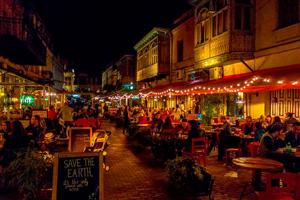 найти хорошие рестораны и кафе в путешествии