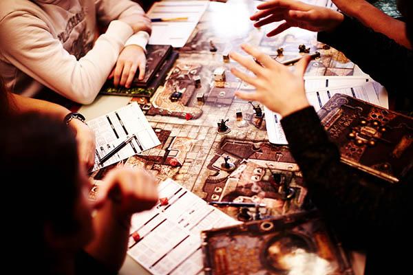 познакомить друзей с настольными играми