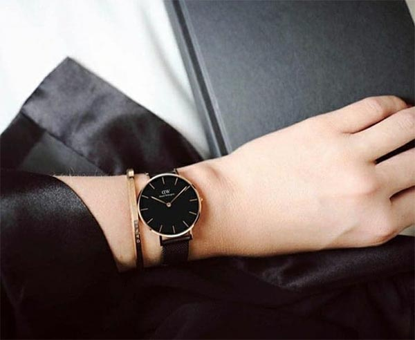 выбрать женские часы в подарок