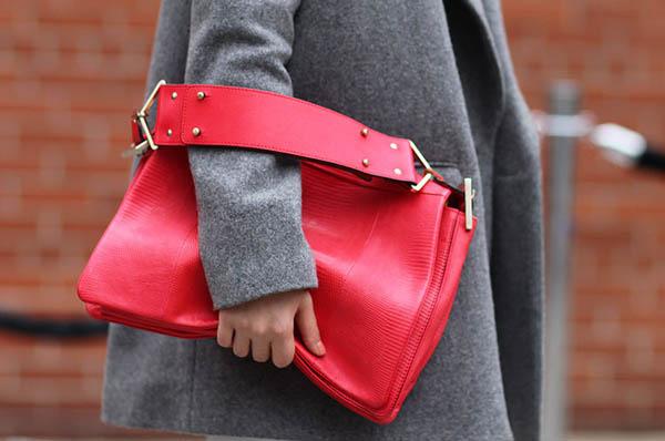 как красиво носить сумочку